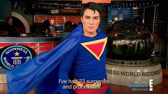 Filipínský Superman byl dokonce poslední tři roky zapsán do Guinnessovy knihy rekordů jako majitel nejvíce věcí spojených s jeho idolem.