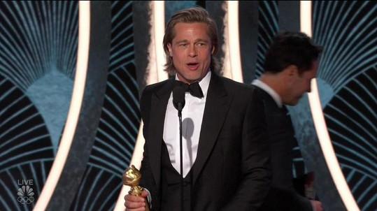 Brad Pitt si odnesl cenu a pobavil svou děkovnou řečí.