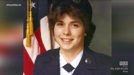 Od Letectva Spojených států amerických musela být nakonec kvůli nadváze propuštěna.