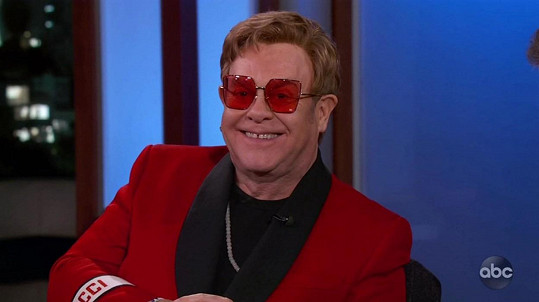 Elton John napsal memoáry.