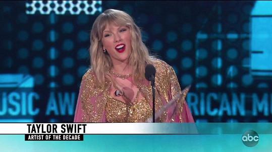 Taylor Swift děkovnou řečí dojala i rodiče.