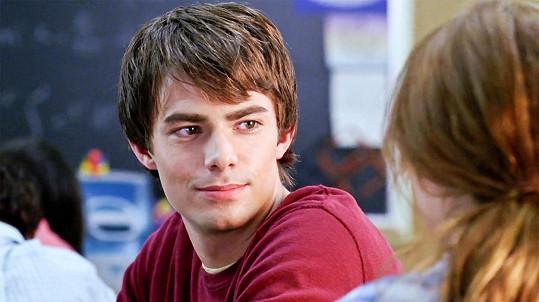 Jonathan jako Aaron ve filmu Protivný sprostý holky