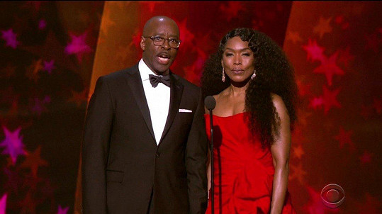 Angela Bassett s manželem Courtneym B. Vancem na galakoncertu Grammy Celebration for the Queen of Soul
