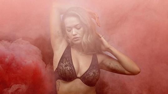 Rita Ora v kampani na spodní prádlo