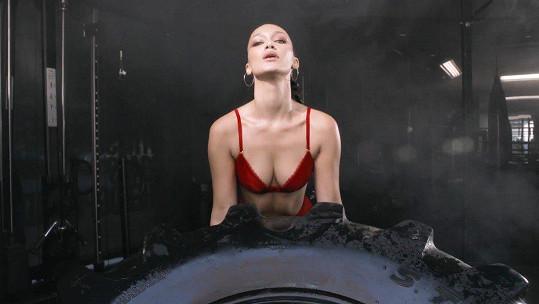 Bella Hadid v akci