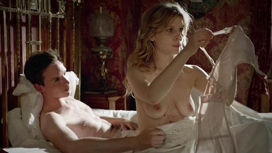 Clemence Poesy si ve filmu Birdsong užila erotickou scénu s Eddiem Redmaynem.