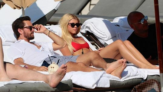 Čeká tam na ni její milý, expartner Kourtney Kardashian, Scott Disick.