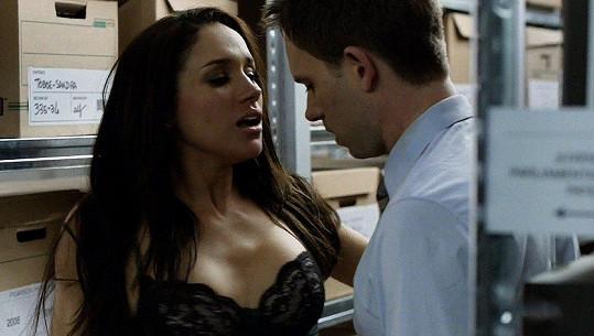 Meghan Markle ve své nejznámější roli Rachel v seriálu Kravaťáci