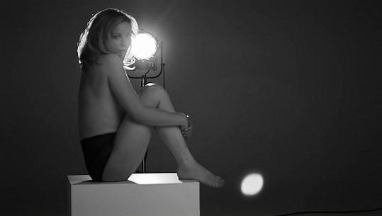 Kirsten Dunst jako modelka v reklamě