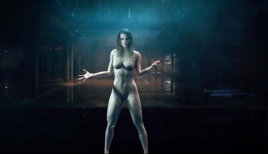 Zpěvačka na sobě nemá v novém klipu žádné oblečení.