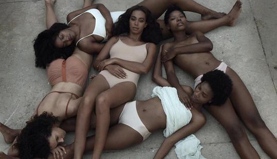 Solange je v novém klipu od Beyoncé k nerozeznání.