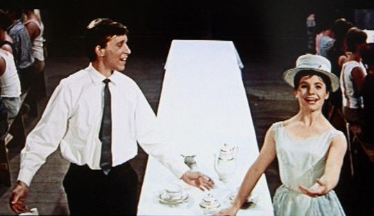Ivana Pavlová-Hoblová s Vladimírem Pucholtem v muzikálu Starci na chmelu (1964)