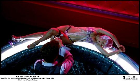 Natalie Portman byla nezapomenutelná v prádle a růžové paruce v dramatu Na dotek. Role striptérky jí vynesla dokonce Zlatý glóbus a další ocenění.
