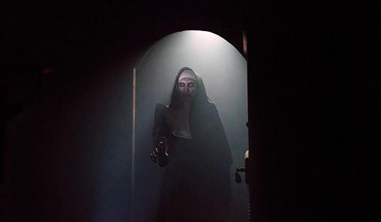 Režisér filmu Sestra zahlédl temné postavy v katakombách transylvánského hradu.