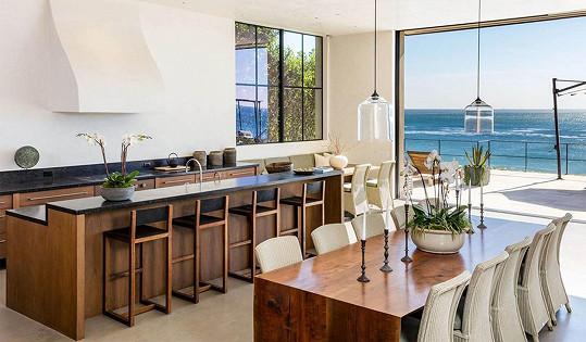 Dům nabízí úchvatné výhledy na oceán.