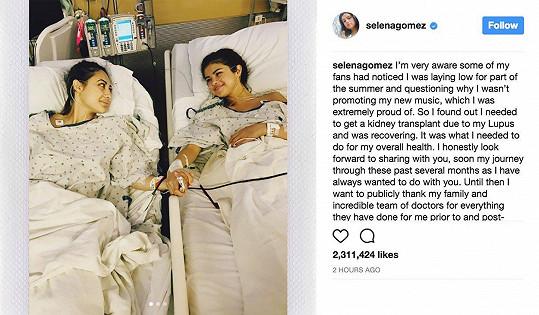 Selena Gomez prozradila, že v létě podstoupila tajnou transplantaci ledviny. Svůj upřímný příspěvek na Instagram umístila dnes.