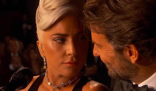 Oscarovým vystoupením s Bradleym Cooperem všechny okouzlili.