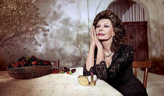 Sophia Loren předvedla výrazně plnější rty.