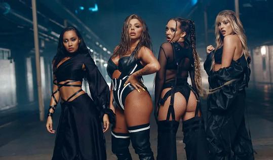 Do loňska byly ve skupině čtyři, Jesy Nelson (druhá zleva) opustila Little Mix na konci roku a se svými kolegyněmi už v kontaktu není.