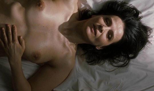 Juliette Binoche se ve filmu Vnitřní slunce odhalila.