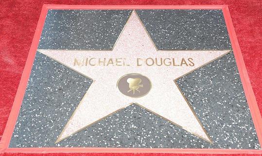 I Douglas už má hvězdu na chodníku slávy.