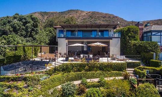 Aaron Rodgers a Danica Patrick si dopřáli luxusní bydlení v Malibu.