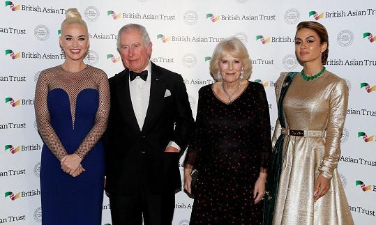 Znovu se tak setkala s princem Charlesem a jeho ženou Camillou.