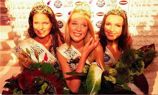 Andrea Kloboučková (tehdy Vránová, vpravo) se umístila na Miss v roce 2001.