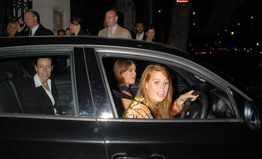 Princezny Eugenie a její sestra Beatrice za volantem nesmí chybět.