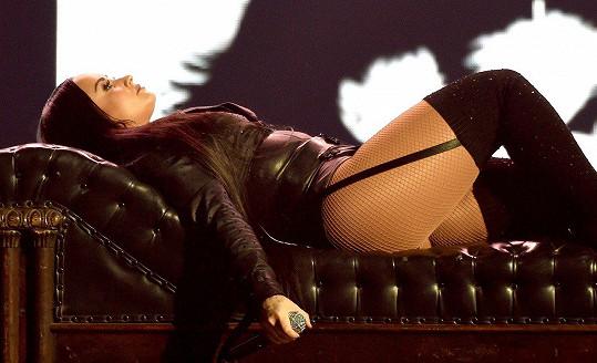 Demi je se svými kily spokojená.