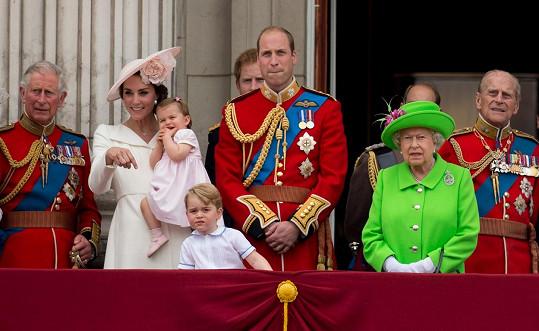 Vévoda z Cambridge asi tuší, že si od babičky ještě něco vyslechne...