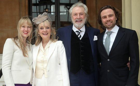 Doprovodila ji rodina, dcera Carly, manžel Leigh a jeho syn Jason.