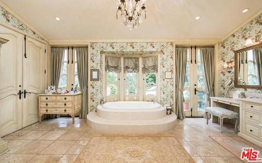 I koupelna je hodna králů...