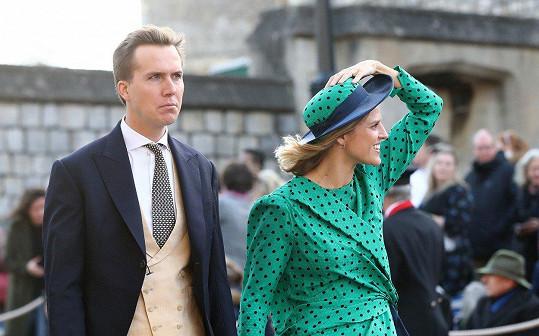 Ženy si musely hlídat klobouky.