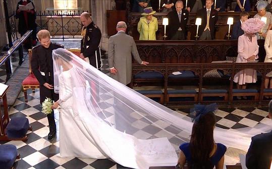 Clare Waight Keller pro Meghan navrhla svatební šaty.