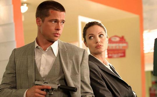 Brad Pitt a Angelina Jolie ve filmu Pan a paní Smithovi, kde se do sebe zamilovali.