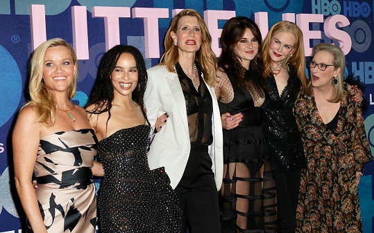 Hlavní část hereckého obsazení druhé série seriálu Sedmilhářky zleva: Reese Witherspoon, Zoë Kravitz, Laura Dern, Shailene Woodley, Nicole Kidman, Meryl Streep