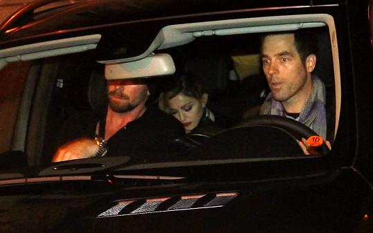 Madonna s sebou do Prahy přivezla dcerku Mercy.