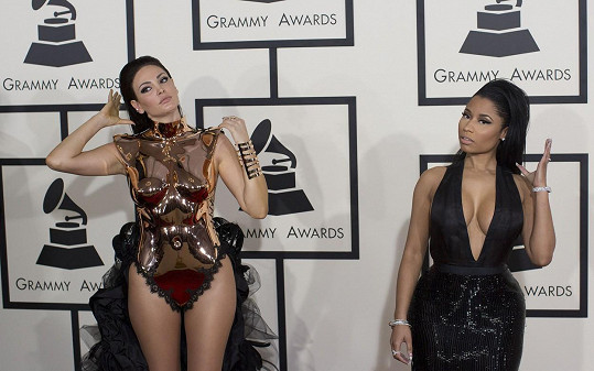 Bleona Qereti se na červeném koberci potkala s Nicki Minaj.