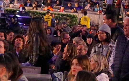 Nicole dělala herci společnost, zatímco se zdravil s fanoušky.