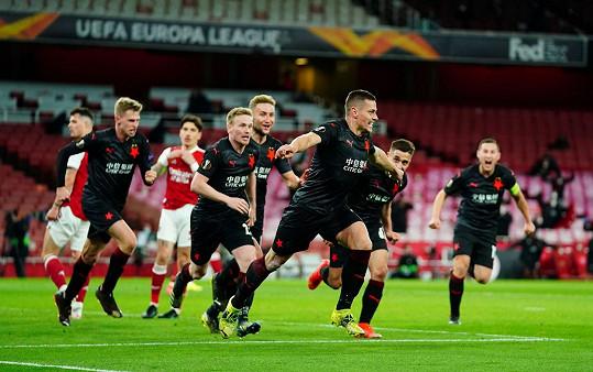 Tomáš Holeš se raduje z gólu do sítě Arsenalu.