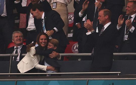 Při zápase zažívala královská rodina šťastné momenty.