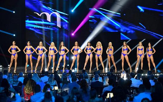 O korunku královny krásy bojovala celkem dvanáctka finalistek.