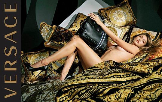 Také značka Versace vsadila na retuš.