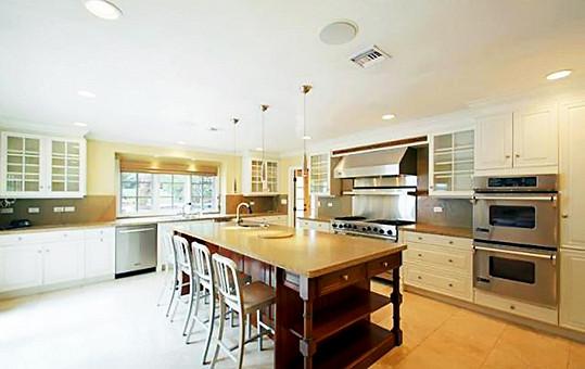 Kuchyň je jednou z dominant domu.