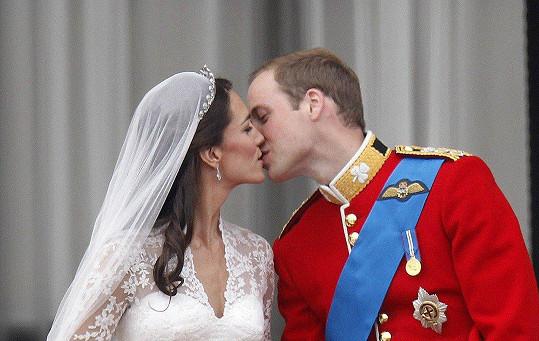 Kate a William se brali před osmi lety.