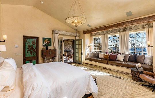 Dům má celkem pět ložnic.