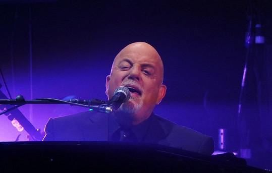 Otcem půvabné brunetky je hudebník Billy Joel.