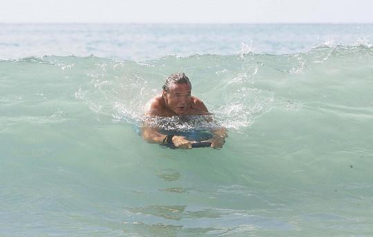 Karel ve vlnách