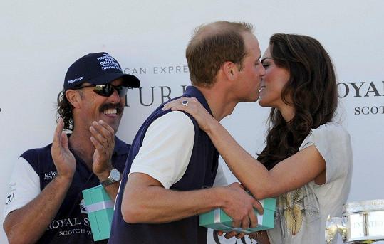 Kate a William se líbali v roce 2011.